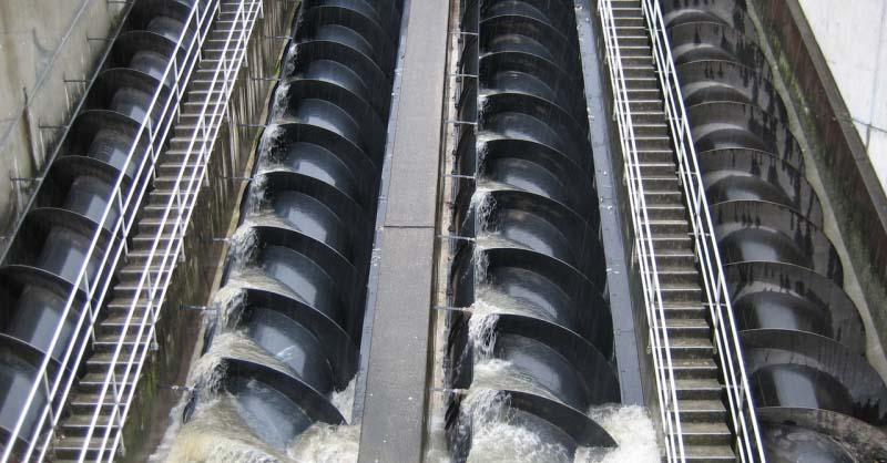 Eficiência da Turbina de Arquimedes Usando Multiplicador de Velocidade, Inversores de Frequência e Gerador PMSG